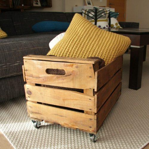 eucalipto-revistero-caja-fruta-restaurada-antigua-barniz-ruedas