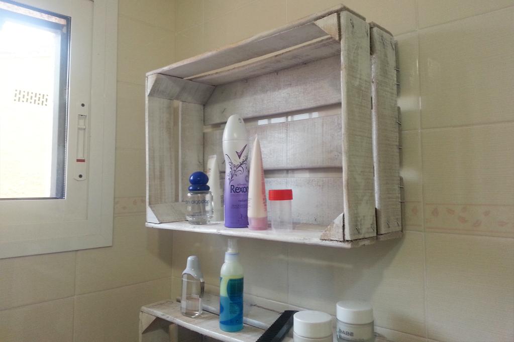 Estanterias con cajas great reciclado de cajones de - Cajas para estanterias ...
