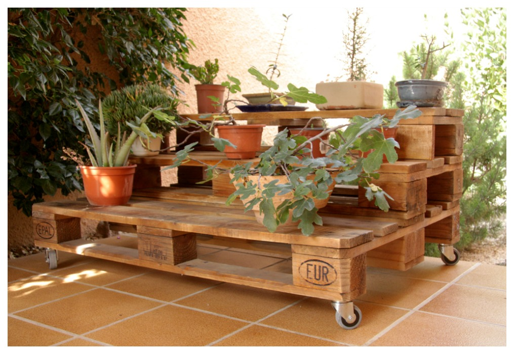 Palets decoracion jardin for Jardin con madera