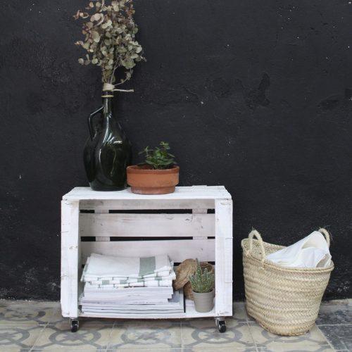 00-mesa-caja-de-fruta-antigua-ruedas-blanca-horizontal