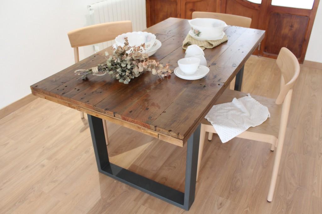 Alcazaba - mesa de comedor de tableros de madera reciclada.
